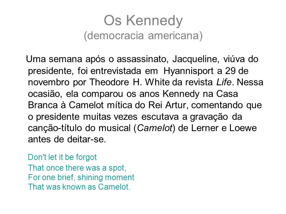 Os Kennedy (democracia americana) Uma semana após o assassinato, Jacqueline, viúva do presidente, foi entrevistada em Hyannisport a 29 de novembro por Theodore H.