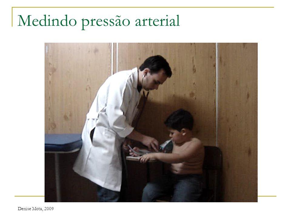 Denise Mota, 2009 Pressão arterial Técnica: Criança na posição sentada, braço direito, em repouso Borracha inflável do manguito deve circundar o braço