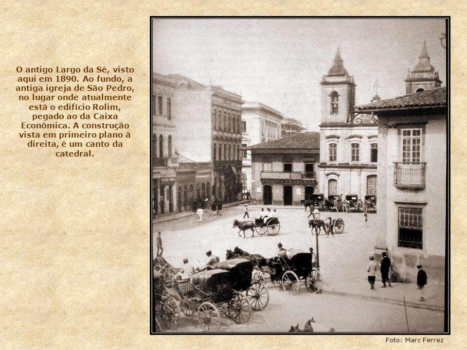 Nas próximas fotos, vamos conhecer essa região da cidade, começando pela Praça da Sé, que durante muito tempo foi conhecida como Largo da Sé, aberto n