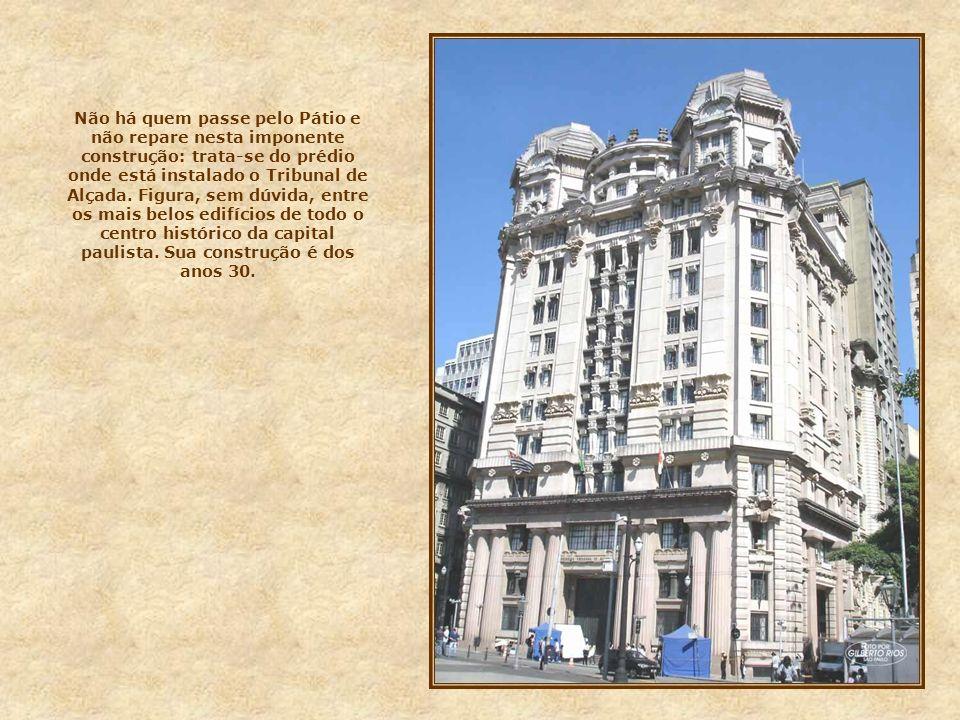 Ao lado da igreja, encontram-se dois prédios históricos, projetados por Ramos de Azevedo na última década do séc. XIX: à esquerda, onde funcionou o Te