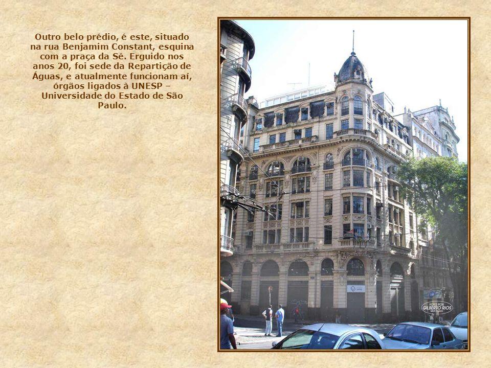 Esta fachada é do prédio do Centro Cultural do Banco do Brasil, na rua Álvares Penteado. Até os anos 50, funcionou aí a sede do Banco do Brasil em São