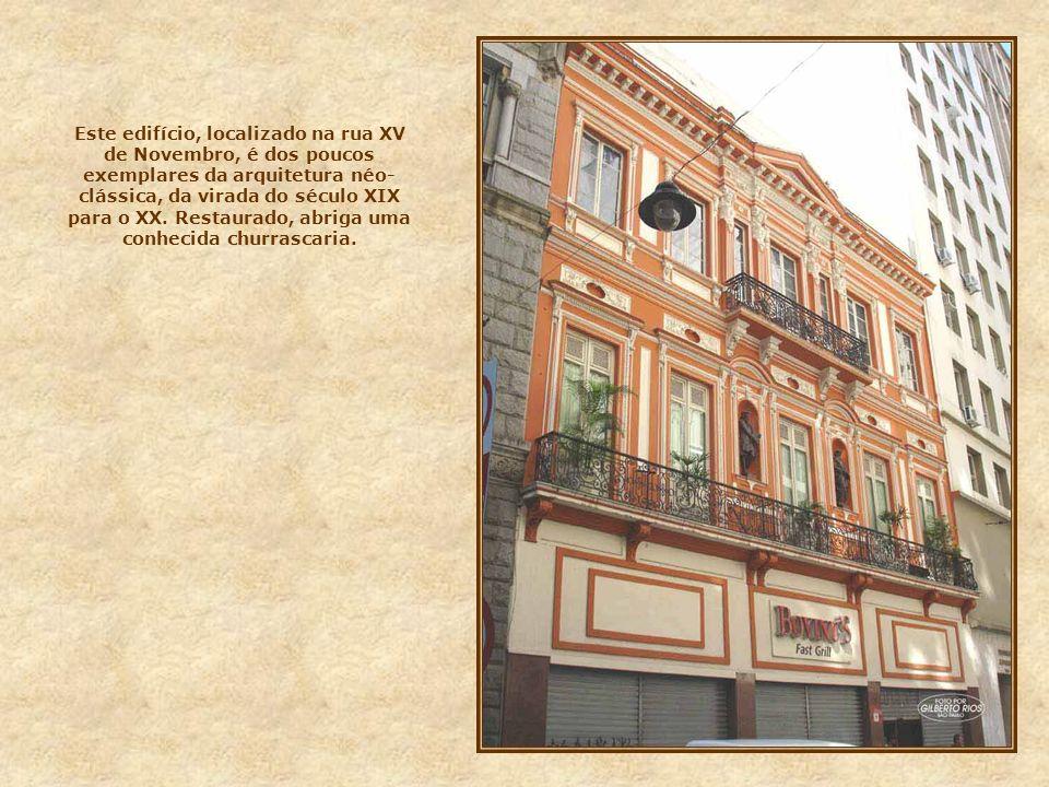 Edifício Sampaio Moreira Situado na rua Líbero Badaró, foi o primeiro arranha-céu construído na cidade. Projetado pelo arquiteto Christiano Stockler d