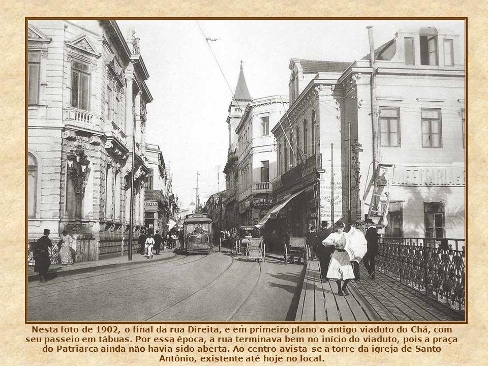 Nesta foto de 1912, uma vista contrária à da foto anterior. A rua, ou ladeira de São João, vista da rua Líbero (em processo de alargamento) para o lar