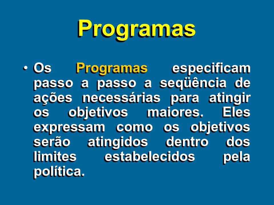 Estratégias e Táticas Estratégias e Táticas As estratégias e as táticas podem ocorrer em vários diferentes níveis em uma organização.
