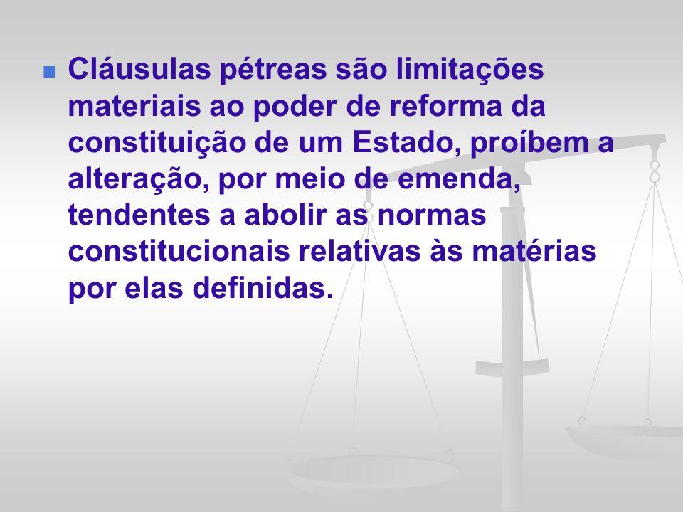 A existência de cláusulas pétreas ou limitações materiais implícitas é motivo de controvérsia na literatura jurídica.