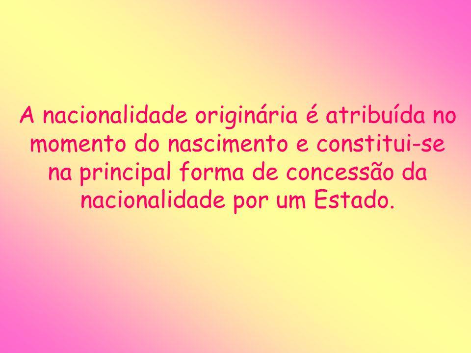 A nacionalidade originária é atribuída no momento do nascimento e constitui-se na principal forma de concessão da nacionalidade por um Estado.
