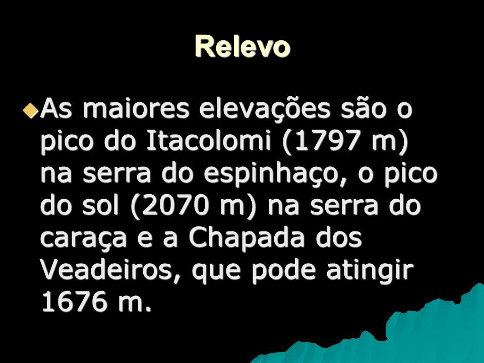 Relevo As maiores elevações são o pico do Itacolomi (1797 m) na serra do espinhaço, o pico do sol (2070 m) na serra do caraça e a Chapada dos Veadeiro