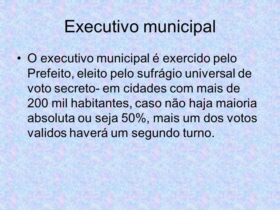 O executivo municipal é exercido pelo Prefeito, eleito pelo sufrágio universal de voto secreto- em cidades com mais de 200 mil habitantes, caso não haja maioria absoluta ou seja 50%, mais um dos votos validos haverá um segundo turno.