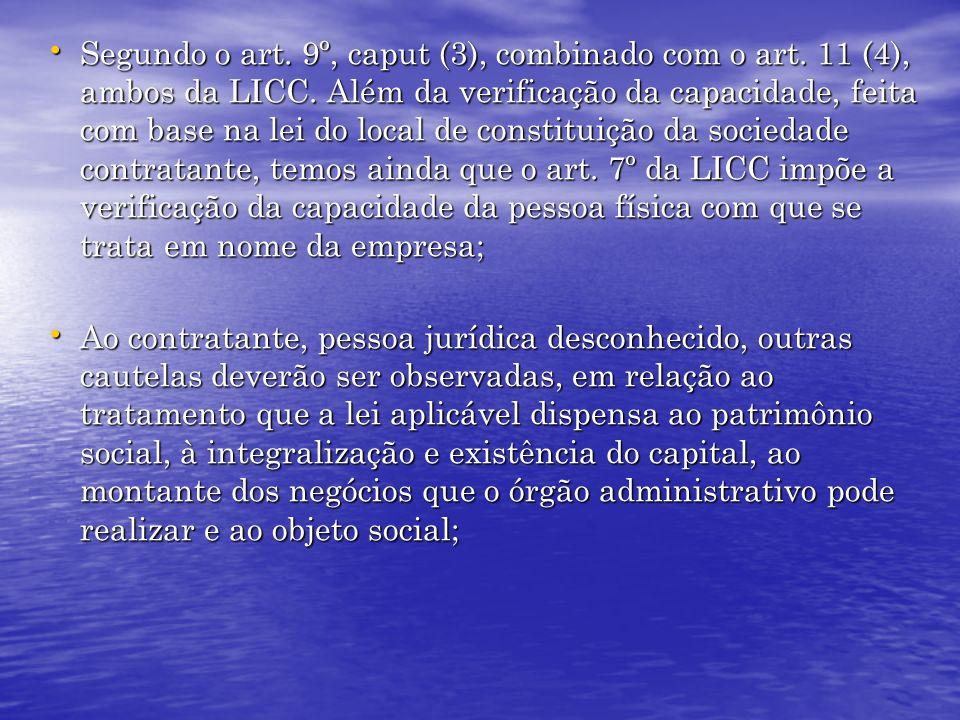 Segundo o art. 9º, caput (3), combinado com o art. 11 (4), ambos da LICC. Além da verificação da capacidade, feita com base na lei do local de constit