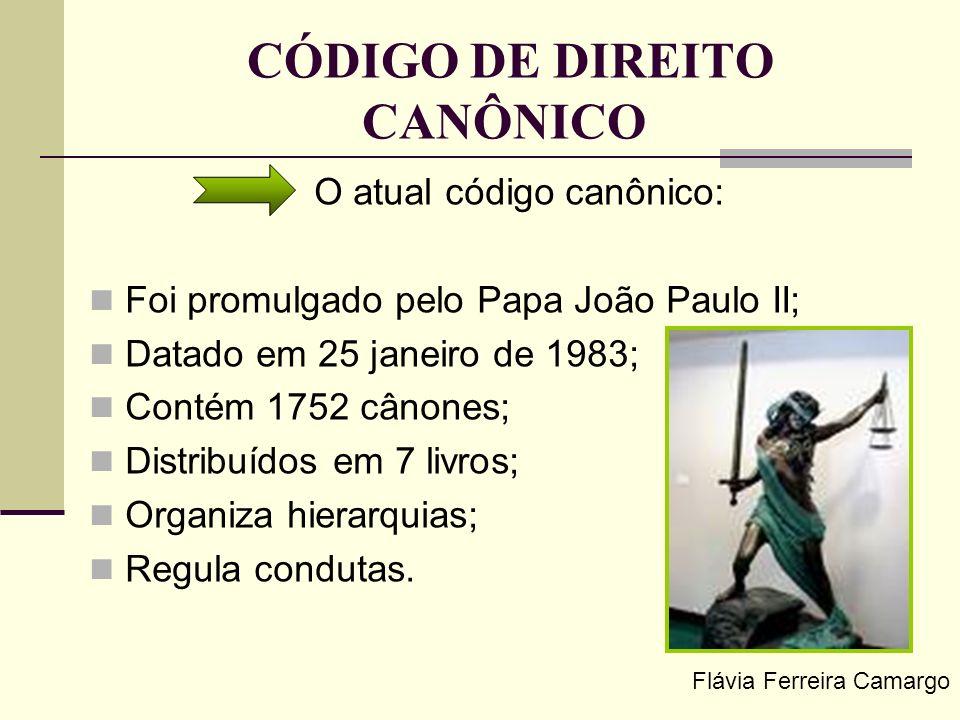CÓDIGO DE DIREITO CANÔNICO O atual código canônico: Foi promulgado pelo Papa João Paulo II; Datado em 25 janeiro de 1983; Contém 1752 cânones; Distrib