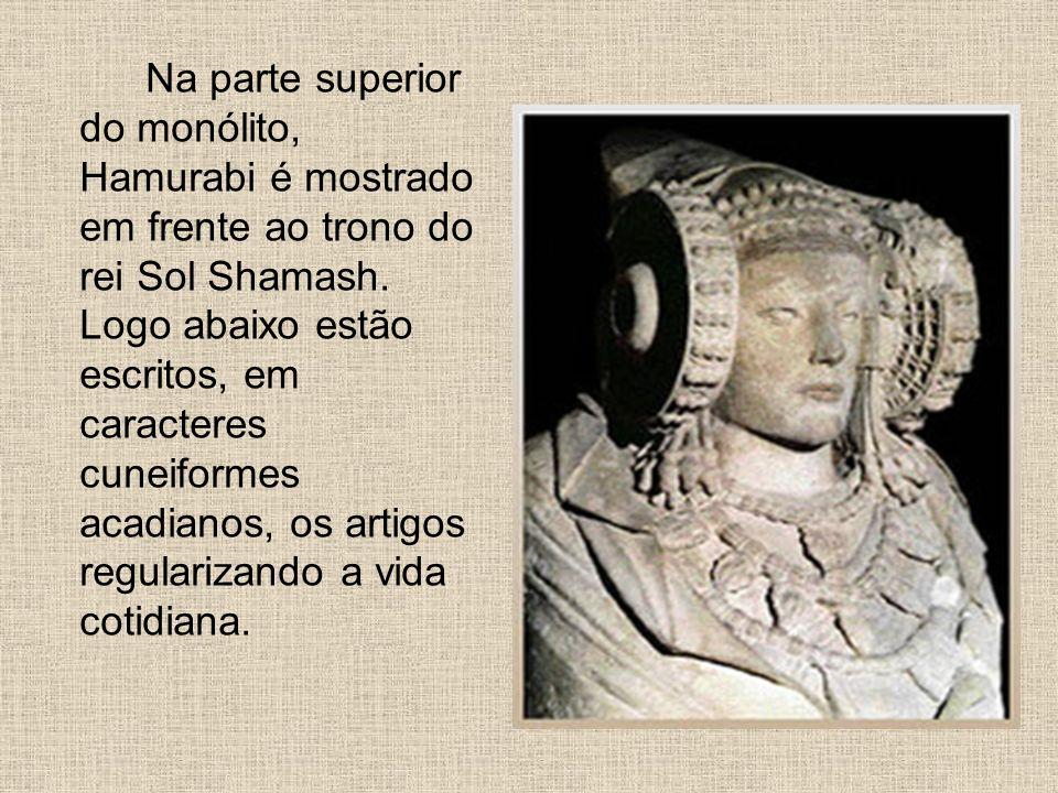 Na parte superior do monólito, Hamurabi é mostrado em frente ao trono do rei Sol Shamash. Logo abaixo estão escritos, em caracteres cuneiformes acadia