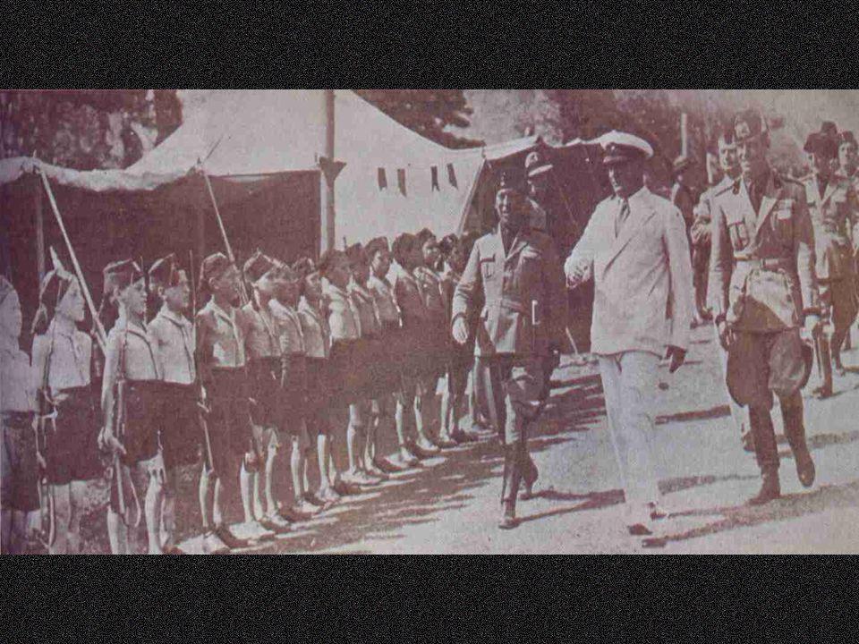 Os fascios tornaram se partido em 1919 Marcha sobre Roma (out/1922) - Mussolini => 1 o Ministro