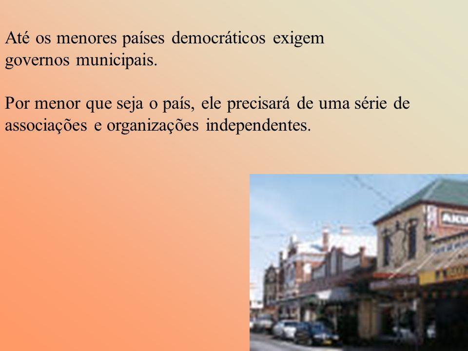 Até os menores países democráticos exigem governos municipais.