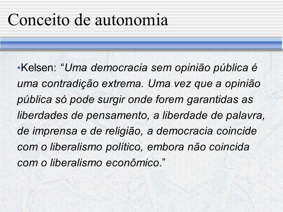 Razões pelas quais a ilusão democrática do democratismo puro a la Rousseau ruiu 1 - A democracia extensiva a todos os cidadãos é tecnicamente irrealizável; 2 - Os que tomam as decisões mais significativas são poucos e não todos; 3 - Em que sentido se pode falar em autonomia em relação à minoria?