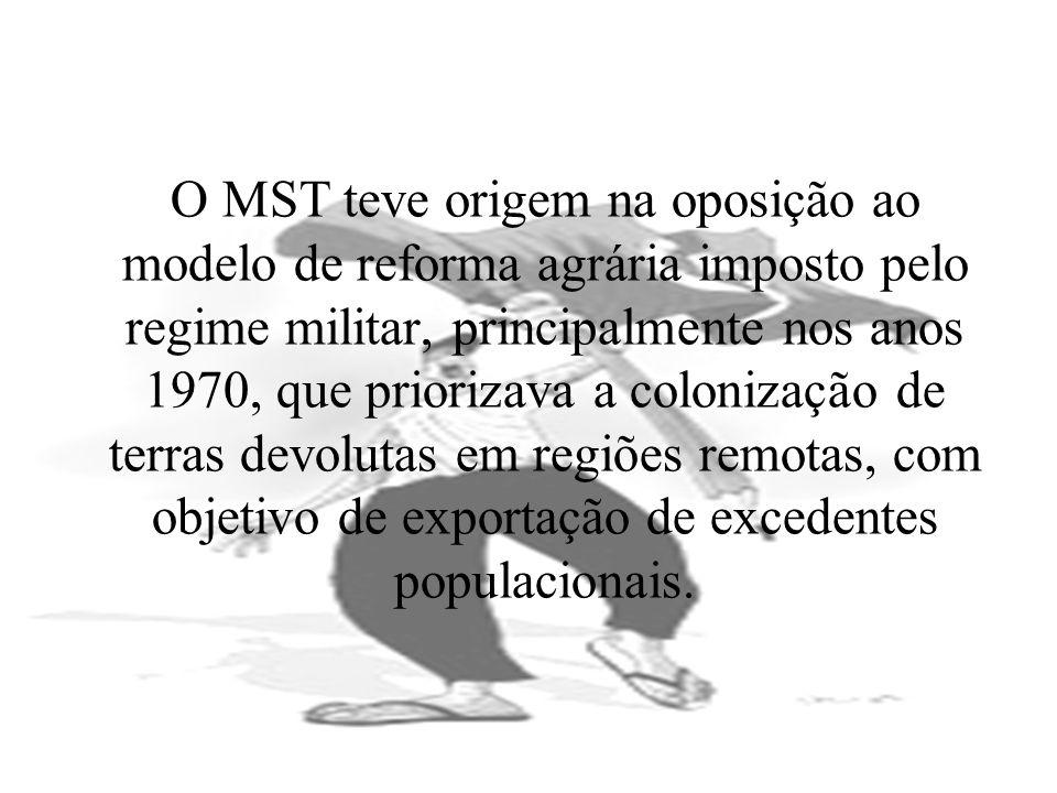 O MST teve origem na oposição ao modelo de reforma agrária imposto pelo regime militar, principalmente nos anos 1970, que priorizava a colonização de