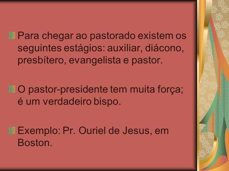 Para chegar ao pastorado existem os seguintes estágios: auxiliar, diácono, presbítero, evangelista e pastor. O pastor-presidente tem muita força; é um