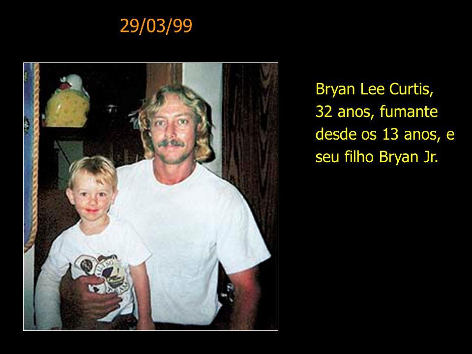 Bryan Lee Curtis, 32 anos, fumante desde os 13 anos, e seu filho Bryan Jr. 29/03/99