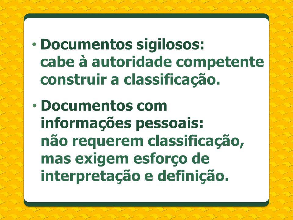 Documentos sigilosos: cabe à autoridade competente construir a classificação. Documentos com informações pessoais: não requerem classificação, mas exi