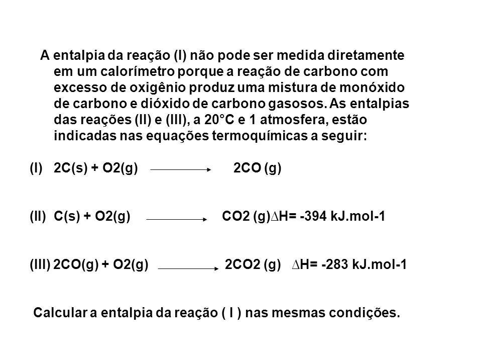 A entalpia da reação (I) não pode ser medida diretamente em um calorímetro porque a reação de carbono com excesso de oxigênio produz uma mistura de mo