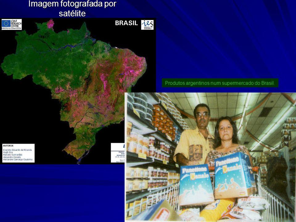 Imagem fotografada por satélite Produtos argentinos num supermercado do Brasil.