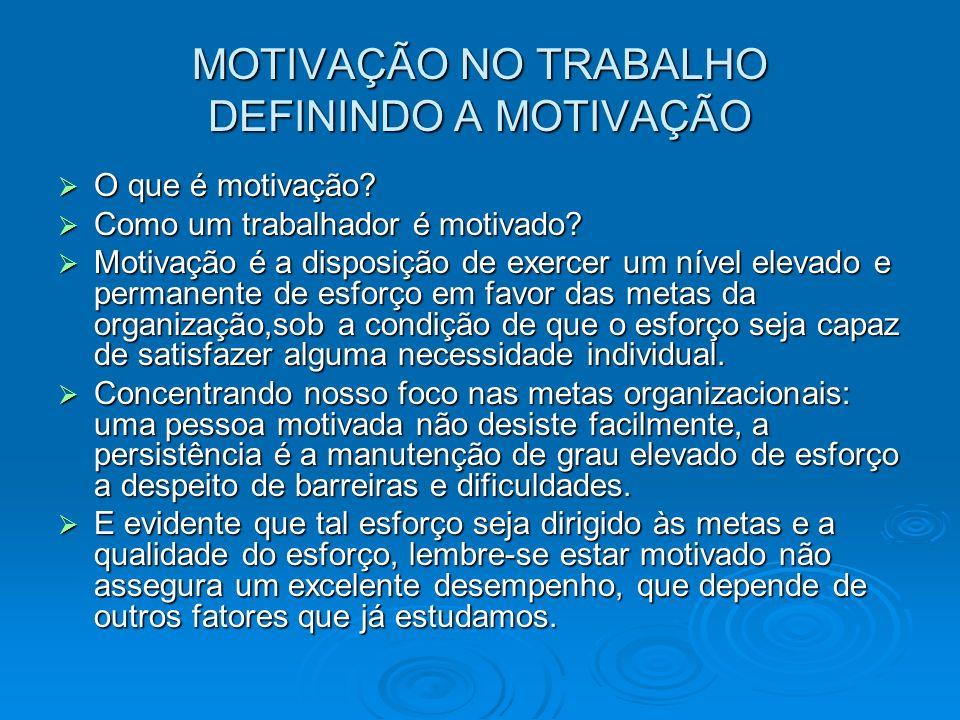 MOTIVAÇÃO NO TRABALHO DEFININDO A MOTIVAÇÃO O que é motivação? O que é motivação? Como um trabalhador é motivado? Como um trabalhador é motivado? Moti