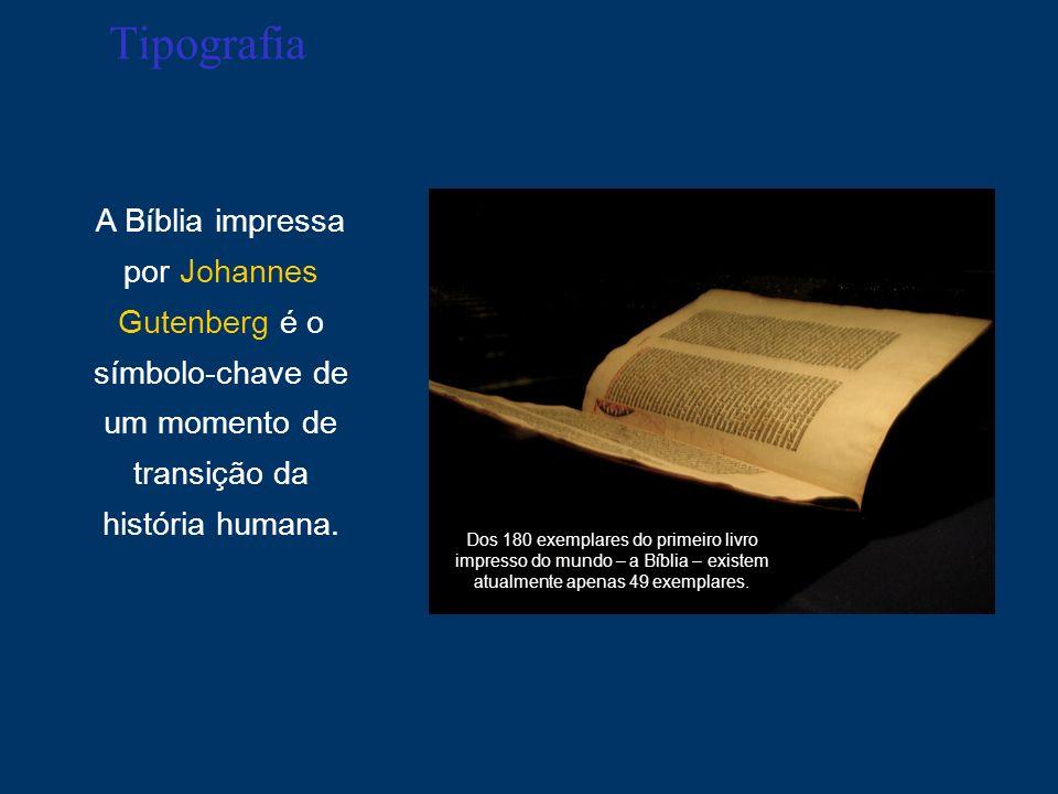 Tipografia A Bíblia impressa por Johannes Gutenberg é o símbolo-chave de um momento de transição da história humana. Dos 180 exemplares do primeiro li