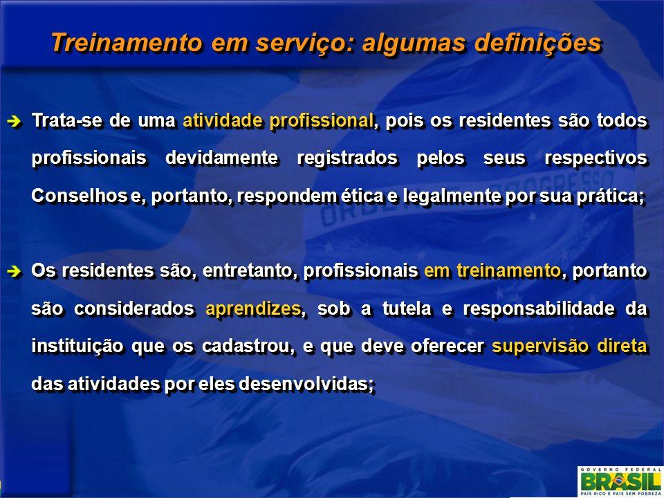 Treinamento em serviço: algumas definições Trata-se de uma atividade profissional, pois os residentes são todos profissionais devidamente registrados