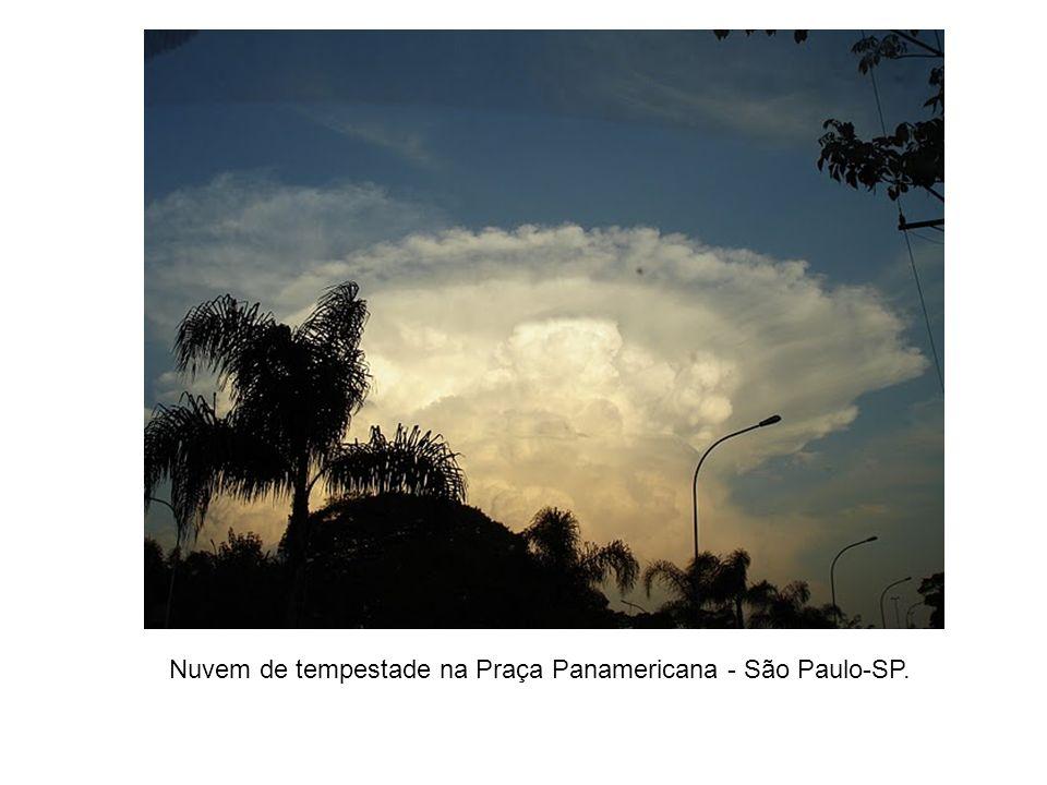 Nuvem de tempestade na Praça Panamericana - São Paulo-SP.