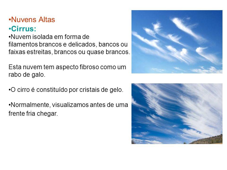Nuvens Altas Cirrus: Nuvem isolada em forma de filamentos brancos e delicados, bancos ou faixas estreitas, brancos ou quase brancos. Esta nuvem tem as