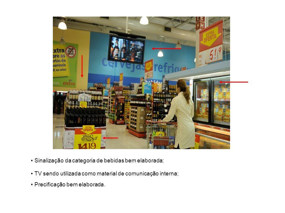 Sinalização da categoria de bebidas bem elaborada; TV sendo utilizada como material de comunicação interna; Precificação bem elaborada.