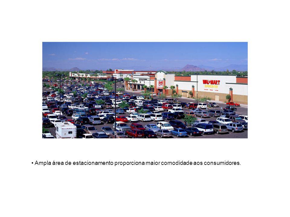 Ampla área de estacionamento proporciona maior comodidade aos consumidores.