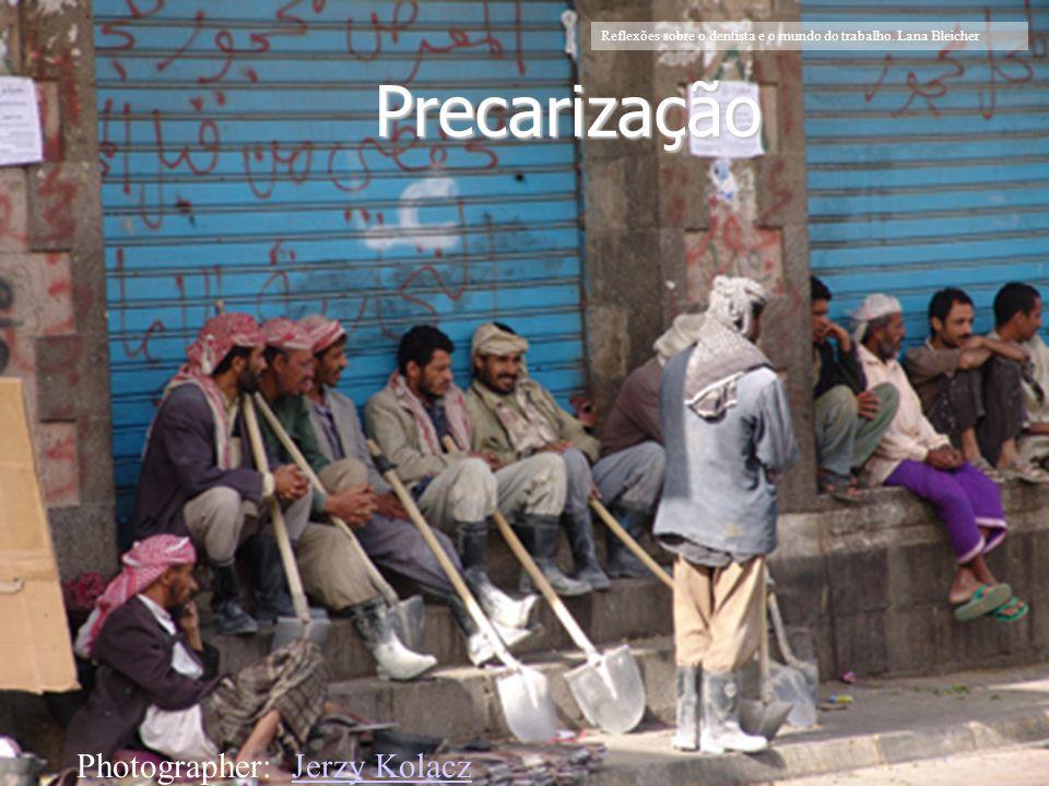 Faculdade de Odontologia Universidade Federal da Bahia Foto:http://www.yobserver.com/reports/10012783.html Precarização Photographer: Jerzy KolaczJerz
