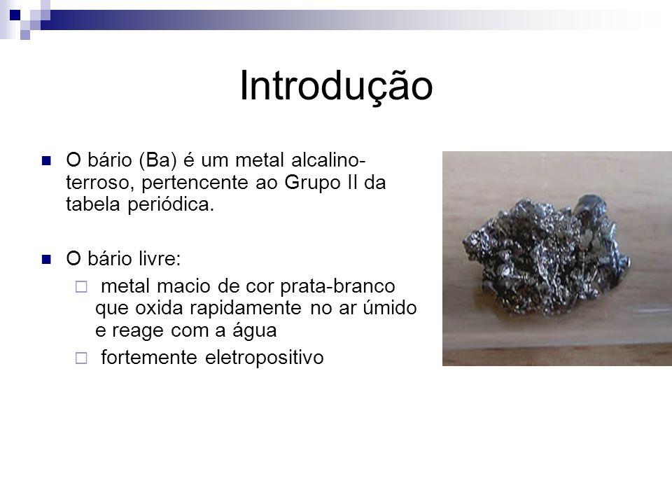 O bário no meio ambiente Não existe livre na natureza Uma mistura de sete isótopos estáveis, ou seja, em estado combinado: barita (sulfato de bário) witherite (carbonato de bário) Pode estar presente em pequenas quantidades em rochas ígneas (feldspato e micas) e pode ser encontrado como um componente natural de combustíveis fósseis Raro nas águas naturais, em teores de 0,0007 a 0,9 mg/L