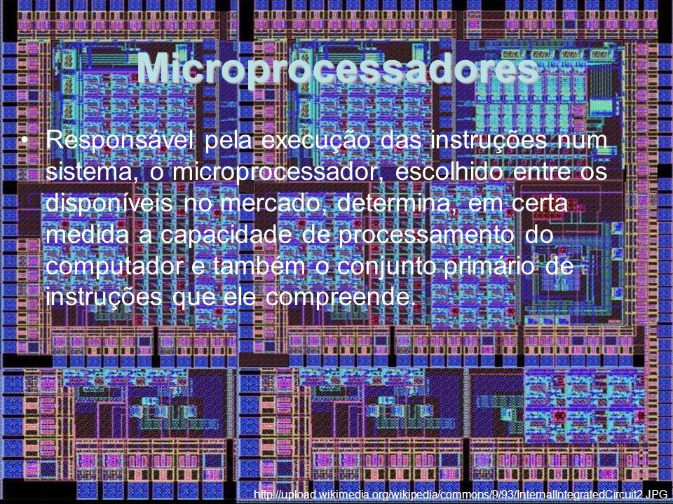 Microprocessadores Responsável pela execução das instruções num sistema, o microprocessador, escolhido entre os disponíveis no mercado, determina, em certa medida a capacidade de processamento do computador e também o conjunto primário de instruções que ele compreende.
