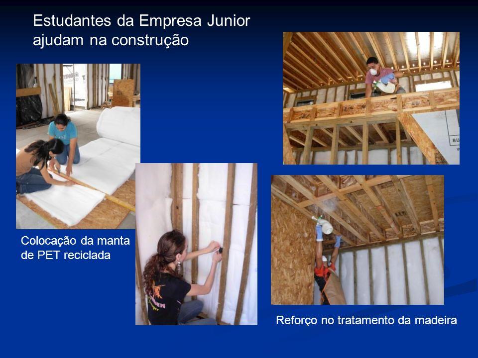 Estudantes da Empresa Junior ajudam na construção Reforço no tratamento da madeira Colocação da manta de PET reciclada