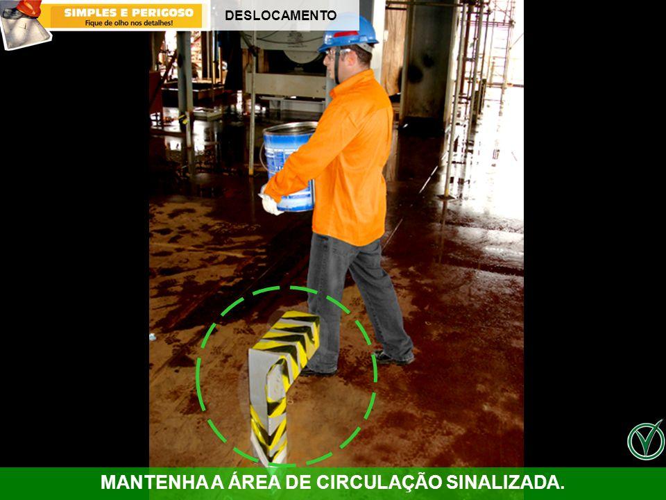 DESLOCAMENTO MANTENHA A ÁREA DE CIRCULAÇÃO SINALIZADA.