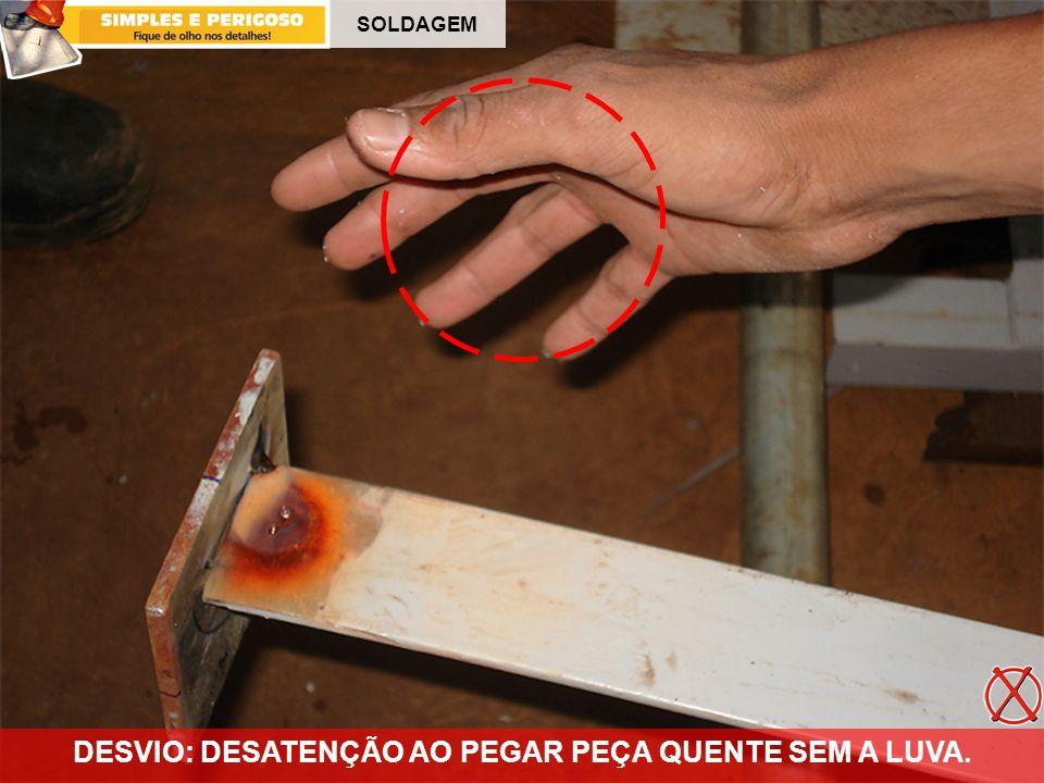 SOLDAGEM DESVIO: DESATENÇÃO AO PEGAR PEÇA QUENTE SEM A LUVA.
