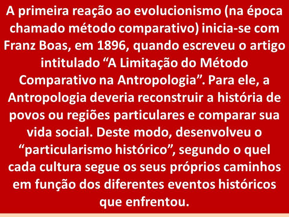 A primeira reação ao evolucionismo (na época chamado método comparativo) inicia-se com Franz Boas, em 1896, quando escreveu o artigo intitulado A Limi