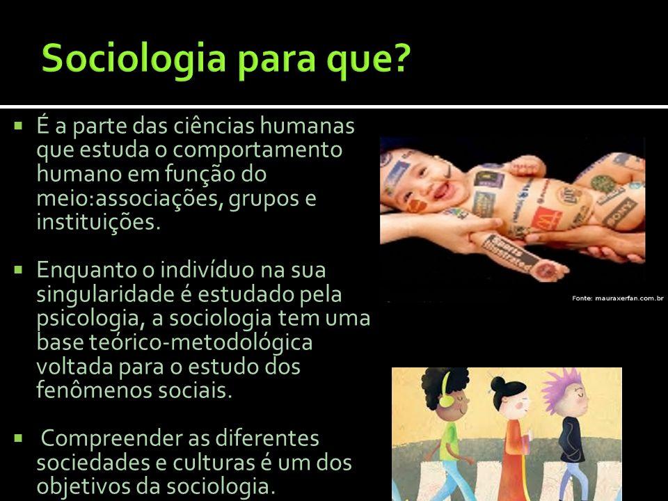 É a parte das ciências humanas que estuda o comportamento humano em função do meio:associações, grupos e instituições. Enquanto o indivíduo na sua sin