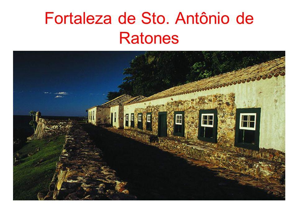 Colonização Açoriana - 1748 5000 casais açorianos = povoamento da Ilha Influências : Cultura Pesca Rendas Arquitetura Farra do boi Boi-de-mamão