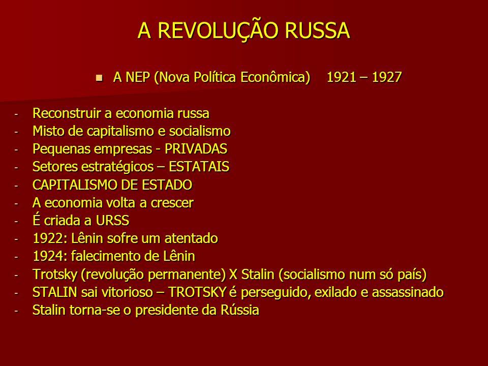 A REVOLUÇÃO RUSSA PLANOS QUINQUENAIS (1927 - 1953) PLANOS QUINQUENAIS (1927 - 1953) - Estatização de toda a economia - Coletivização das terras (KOLKHOZES – SOVKHOZES) - Toda a economia era planejada pelo ESTADO - Investimento na indústria de base - Crescimento econômico - Fim da miséria - Ampla rede de saúde e educação pública - Construção de uma das mais violentas DITADURAS PRISÕESTORTURASMORTESEXÍLIOS - Stalin morre em 1953.