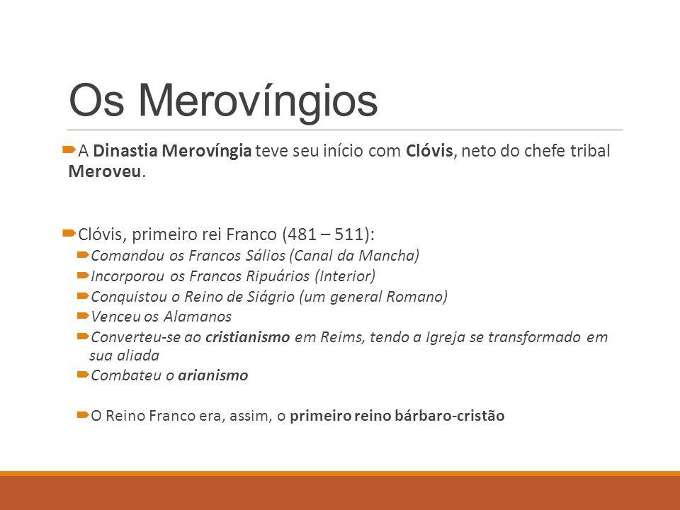 Os Merovíngios A Dinastia Merovíngia teve seu início com Clóvis, neto do chefe tribal Meroveu. Clóvis, primeiro rei Franco (481 – 511): Comandou os Fr