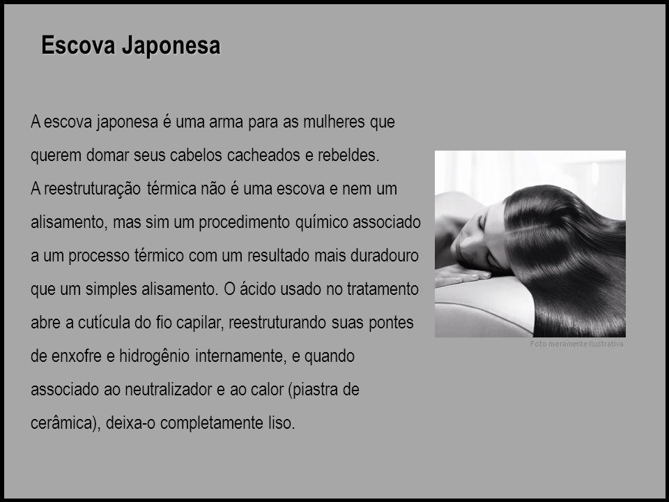 Escova Japonesa A escova japonesa é uma arma para as mulheres que querem domar seus cabelos cacheados e rebeldes. A reestruturação térmica não é uma e
