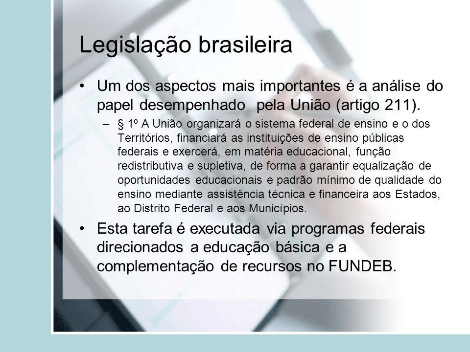 Legislação brasileira Um dos aspectos mais importantes é a análise do papel desempenhado pela União (artigo 211). –§ 1º A União organizará o sistema f