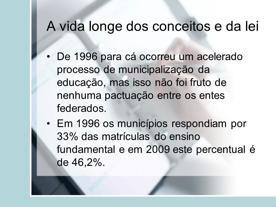 A vida longe dos conceitos e da lei De 1996 para cá ocorreu um acelerado processo de municipalização da educação, mas isso não foi fruto de nenhuma pa