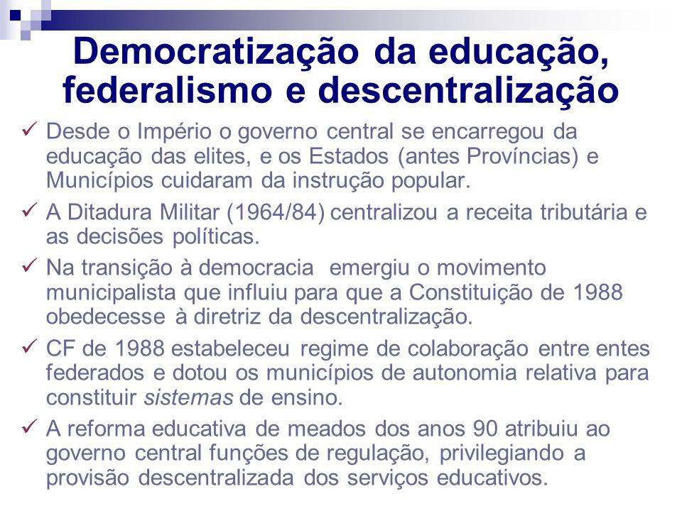 Democratização da educação, federalismo e descentralização Desde o Império o governo central se encarregou da educação das elites, e os Estados (antes