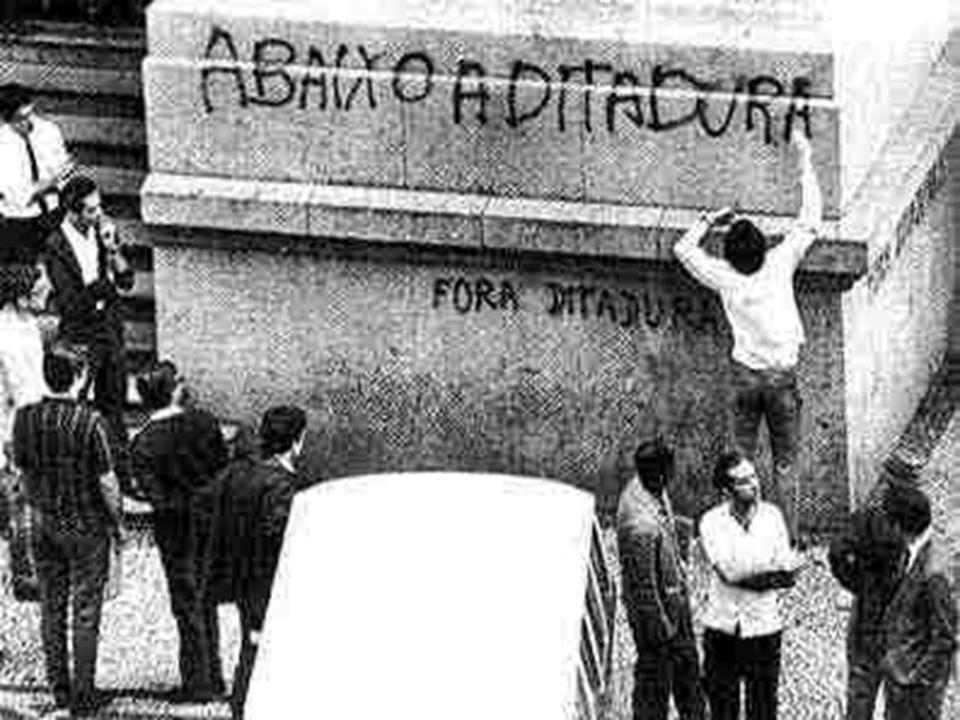 Em 1964 a família tradicional brasileira saiu às ruas contra a ameaça comunista, apoiando uma possível tomada de poder pelos militares.