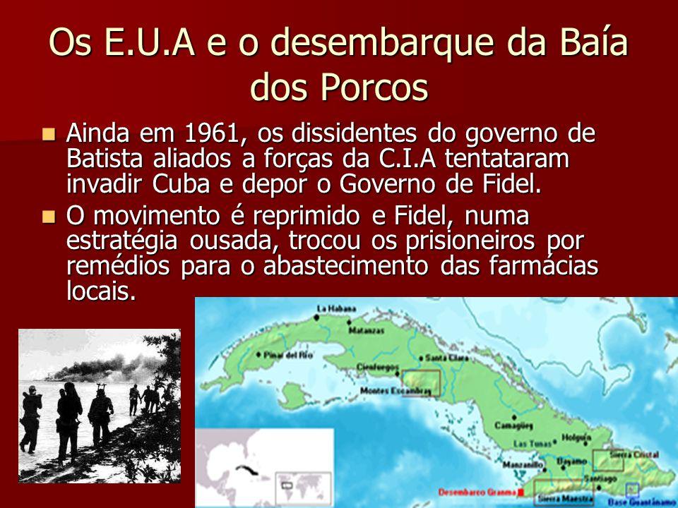 Os E.U.A e o desembarque da Baía dos Porcos Ainda em 1961, os dissidentes do governo de Batista aliados a forças da C.I.A tentataram invadir Cuba e de