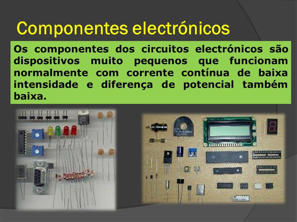 Quais as diferenças entre um circuito eléctrico e um circuito electrónico.