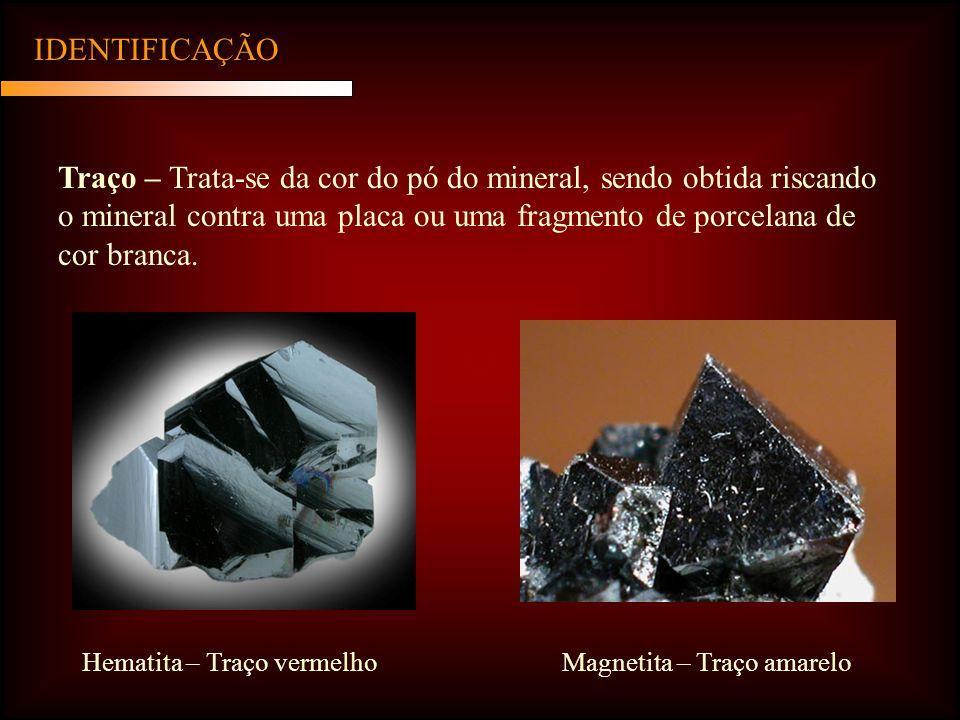 IDENTIFICAÇÃO Traço – Trata-se da cor do pó do mineral, sendo obtida riscando o mineral contra uma placa ou uma fragmento de porcelana de cor branca.